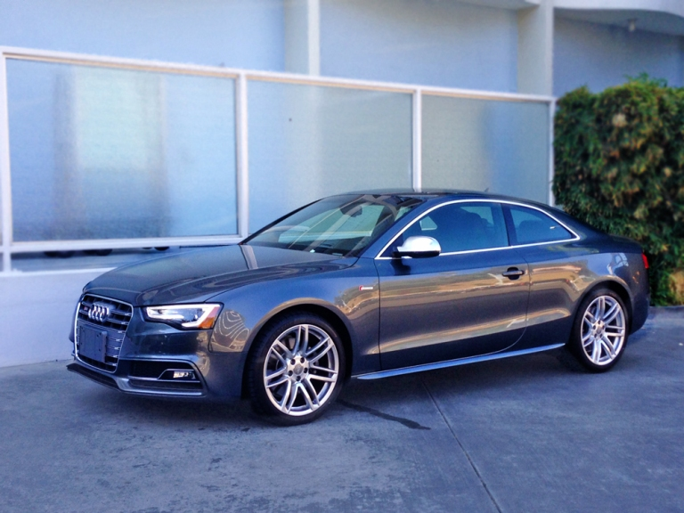 Side View of the Audi S5 2015